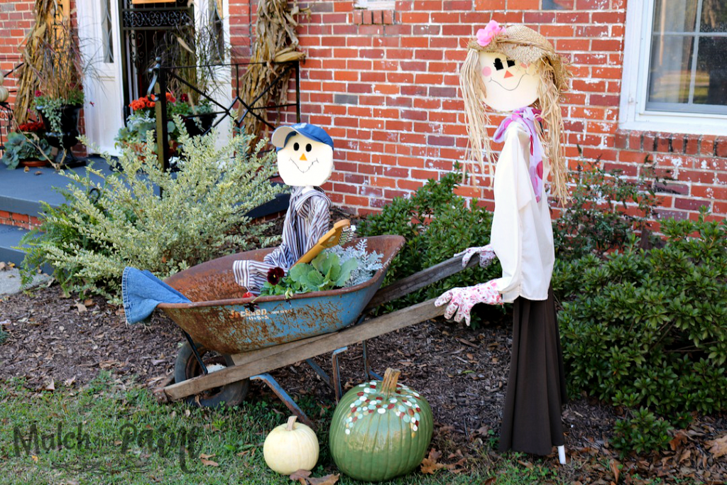 Scarecrows, DIY Scarecrows, Man and Woman Scarecrow, Scarecrow in Wheelbarrow
