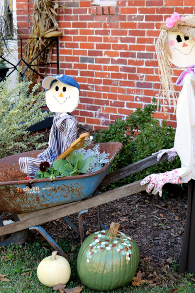Scarecrows, DIY Scarecrows, Man and Woman Scarecrow, Scarecrow in Wheelbarrow