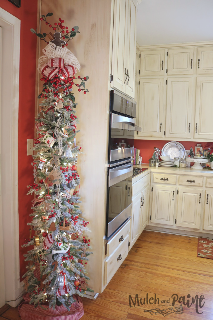 Gingerbread Themed Christmas Tree In Kitchen Mulch Paint