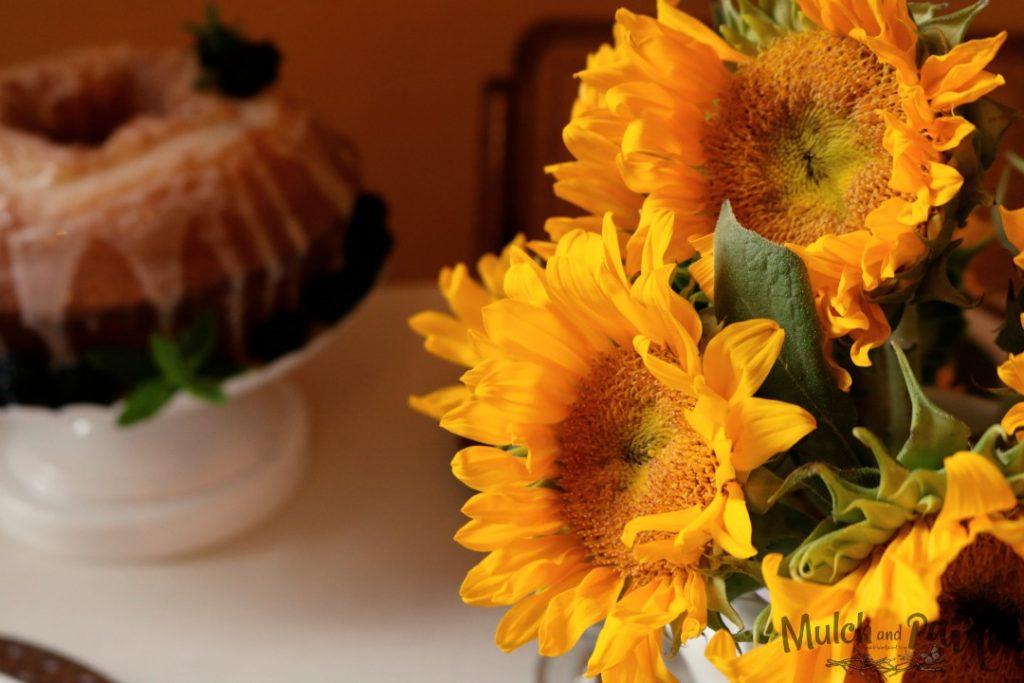 Late Summer Tablescape, Sunflowers, Sunflower Farm, Peaches, Inexpensive Decor