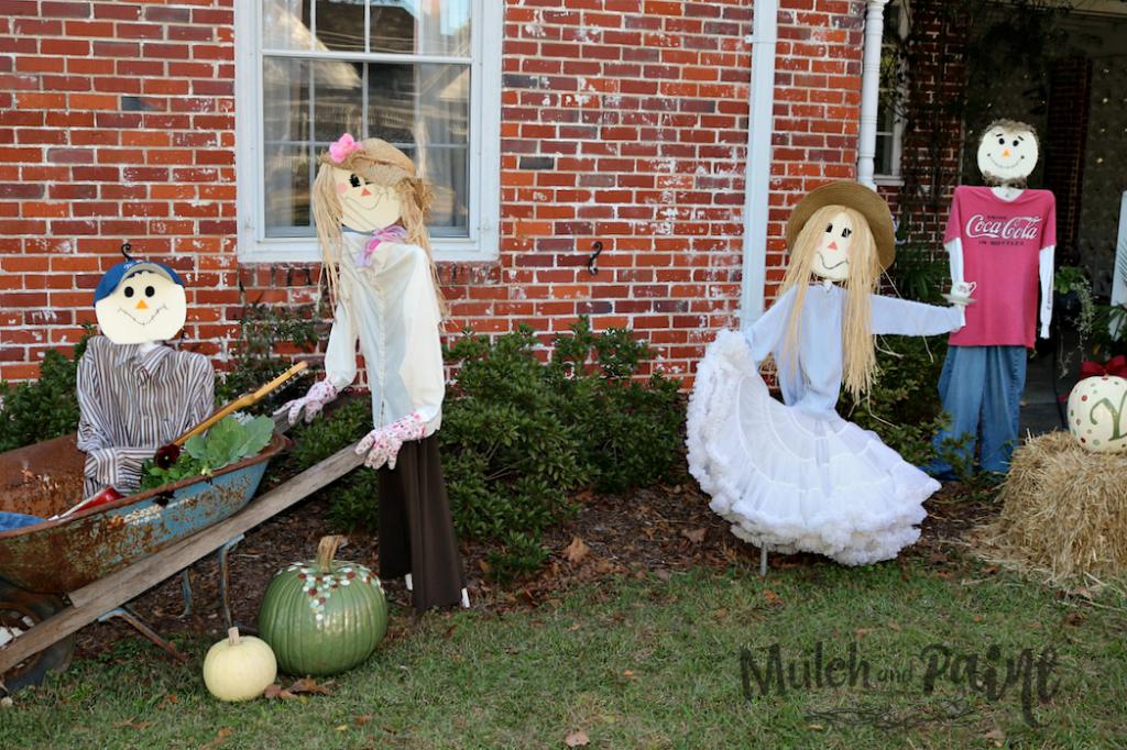 Scarecrows, Scarecrow Family, Making Scarecrows, Outdoor Fall Decorating, DIY Scarecrows