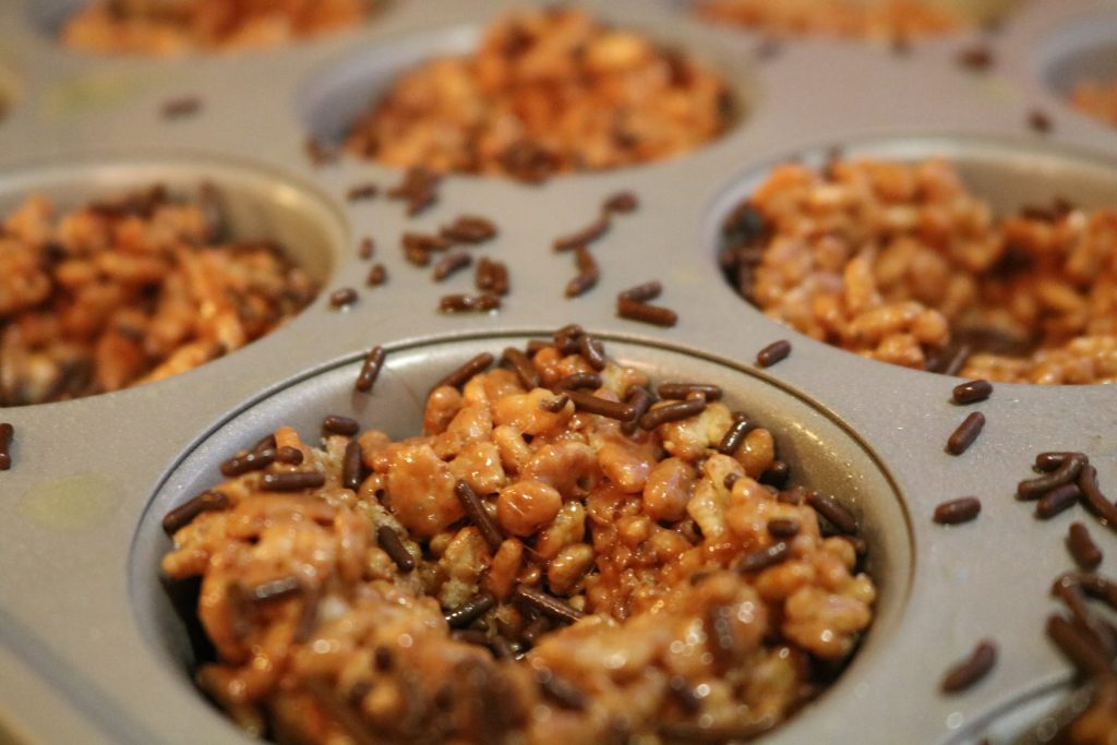 Rice Krispies Treats shaped like bird nests with sprinkles